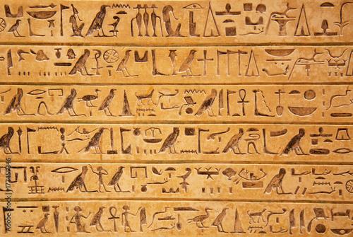 Plakat Hieroglify na ścianie