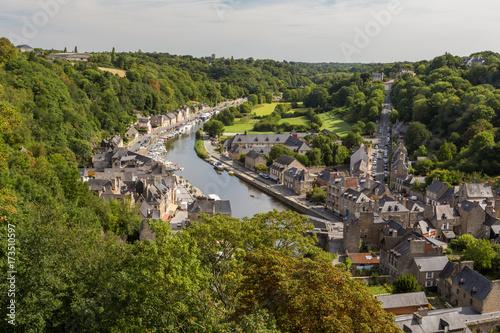 Panorama sur la Rance, ville et campagne Fototapet