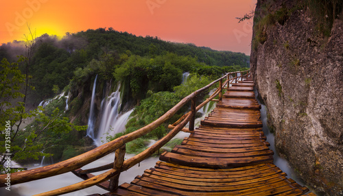 Montage in der Fensternische Dunkelbraun Waterfalls in National Park Plitvice Lakes,sunrise over waterfal