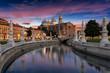 Kanal am Prato della Valle Platz bei Sonnenuntergang in Padova, Italien