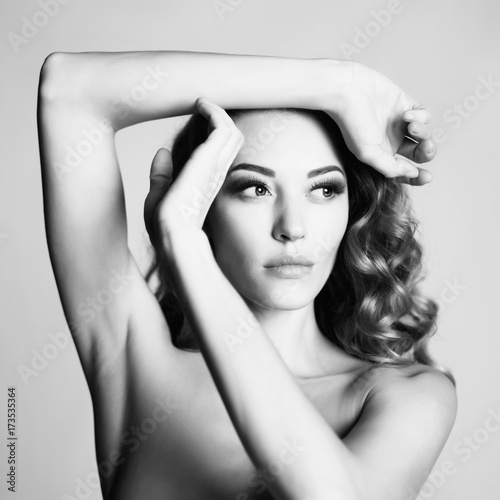 Poster womenART Beautiful woman with elegant hairstyle on gray background