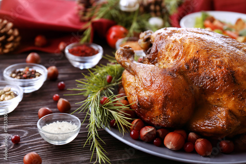 Stampa su Tela  Tasty roasted turkey on plate