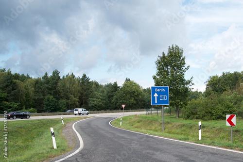 Poster  Wegweiser auf einem Parkplatz Autobahn 115 in Richtung Berlin