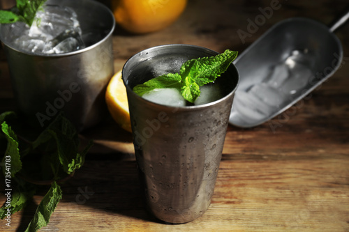 Canvas-taulu Metal glass with mint julep on kitchen table
