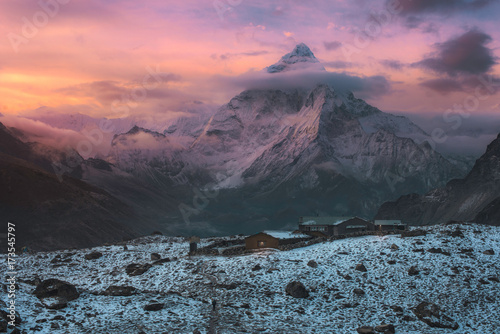 Photo  View of Ama Dablam over Solukhumbu valley , Himalayas Nepal