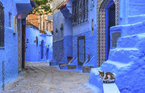 Cuadros en Lienzo Street with stairs in Medina of Chefchaouen, Morocco