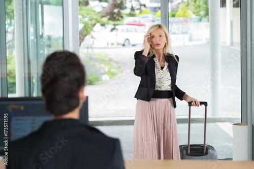 Fotografie, Obraz  the arrival of a guest