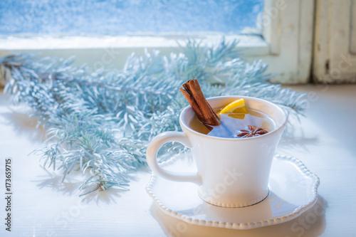 smakowita-i-slodka-herbata-z-cynamonem-i-pomarancza-na-boze-narodzenie