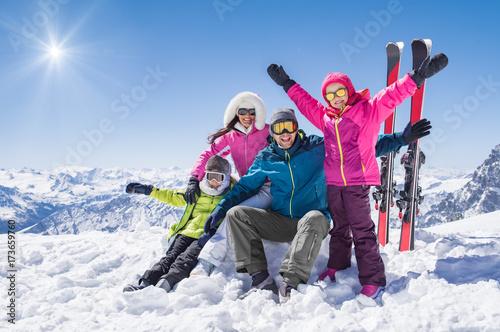 Fotografía  Happy family in winter holiday