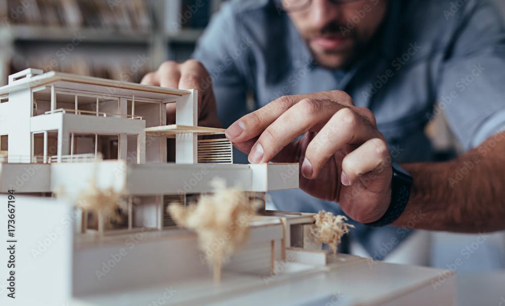 Fototapety, obrazy: Architect hands making model house