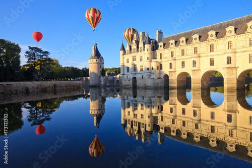 Fotografie, Obraz  Montgolfières au-dessus de Chenonceau, château de la Loire