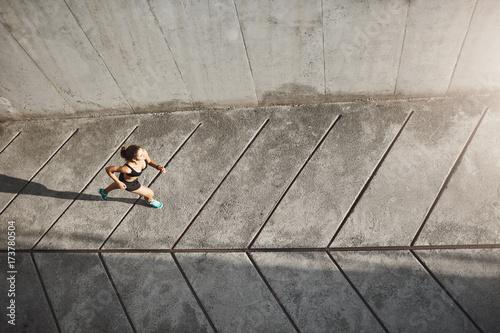 biegnaca-kobieta