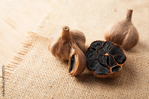 Fotografía  Black garlic close up
