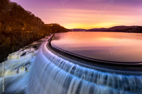 Deurstickers Dam Sunrise over Croton Dam, NY and its stepped spillway waterfall. A very long exposure and the natural motion blur creates an artistic smooth and silky effect on the falling water.