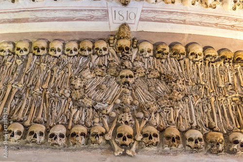 Papel de parede  Chapel of Bones in Evora, Portugal