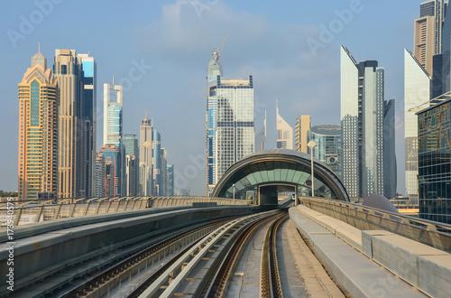 Photo  Metro views of downtown of dubai city