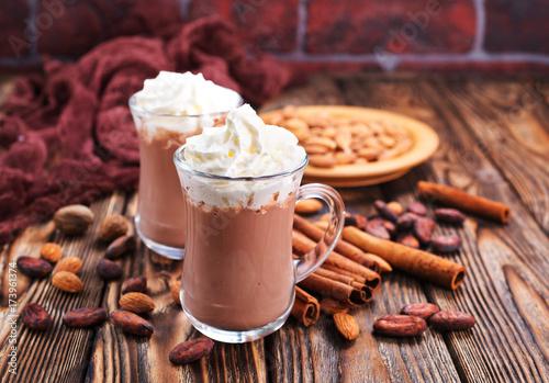 napoj-kakaowo-czekoladowy-z-bita-smietana