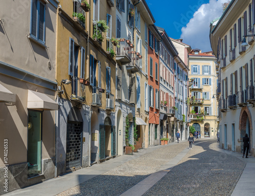 Autocollant pour porte Milan Small colourful street in the fashionable district of Brera in Milan, Lombardy, Italy