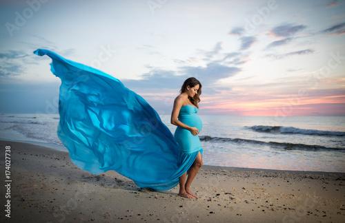 Cuadros en Lienzo Maternity Photos By The Beach
