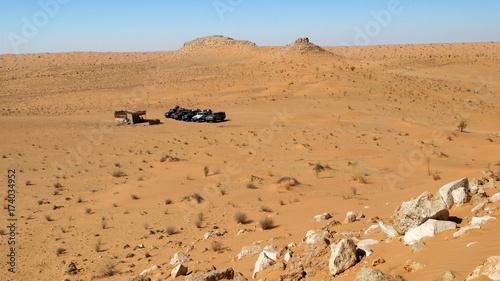 Poster de jardin Desert de sable 4x4 safari nel deserto sosta nel Sahara