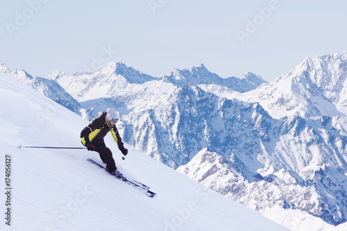 skier-in-high-mountains