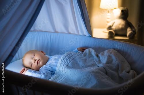 Photo Baby boy drinking milk in bed