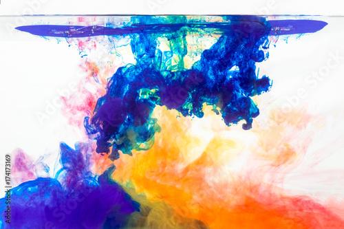 mieszaj-kolory-w-wodzie