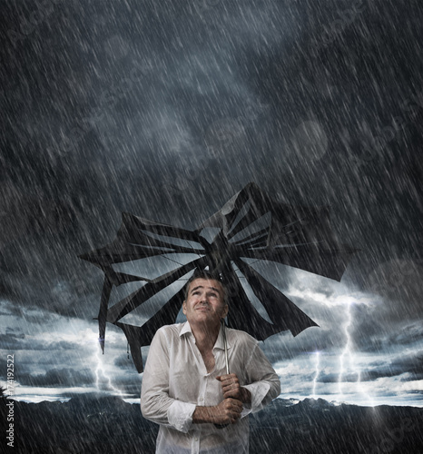 Photo  Wet man with broken umbrella
