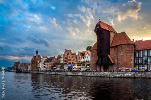 Obraz na dibondzie (fotoboard) Żuraw na starym miasteczku w Gdańskim mieście, Polska