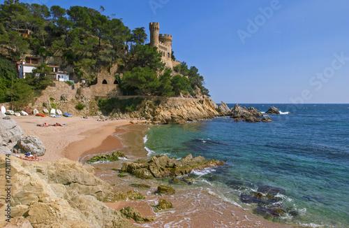 Costa Brava calas castillo y rocas en Girona Cataluña España