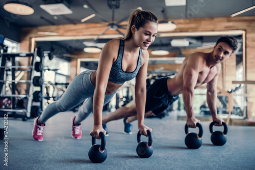Poster Fitness Couple in gym
