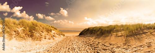 Staande foto Noordzee Nordsee, Strand auf Langenoog: Dünen, Meer, Ebbe, Watt, Wanderung, Entspannung, Ruhe, Erholung, Ferien, Urlaub, Meditation :)