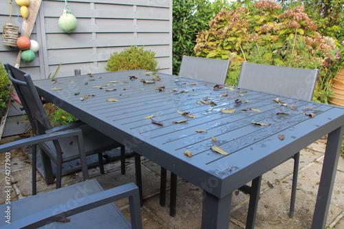 Terrasse et salon de jardin en automne – kaufen Sie dieses Foto und ...
