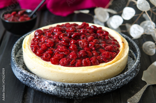Photo Cheesecake for agar-agar with cherries and almonds