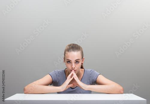 Photo  dangerous woman thinking up something smart