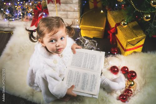 Zdjęcie XXL Szczęśliwej dziewczynki czytelnicza książka z bajką