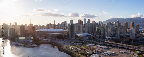 Foto  Aerial Panoramic View of Vancouver Downtown City Skyline around False Creek during a bright sunset