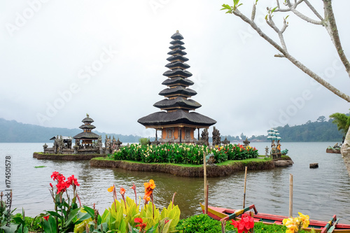 Foto op Aluminium Bali Pura Ulun Danu Bratan, a Hindu temple surrounded by flowers on Bratan lake, one of famous tourist attraction in Bali, Indonesia