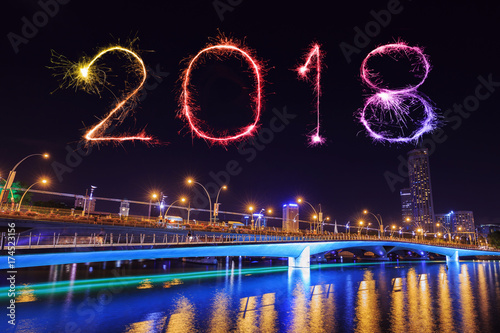 Photo  2018 Happy new year firework with Jubilee bridge at night, Singapore