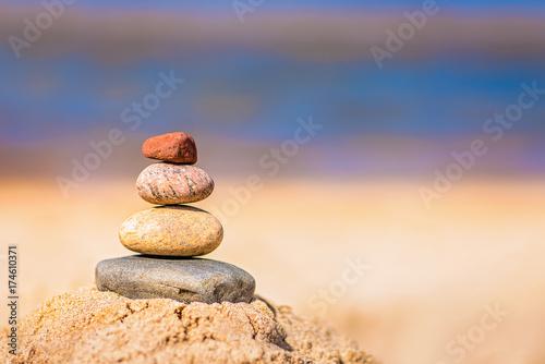 Photo sur Plexiglas Zen pierres a sable Pile of balanced stones