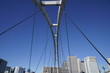 橋から見上げた青空