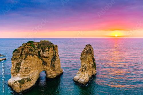 Tela  Beautiful sunset on Raouche, Pigeons' Rock