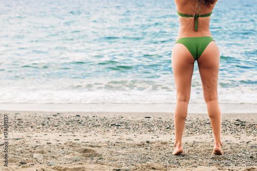 Fototapeta Kobiet piękne nogi na plaży