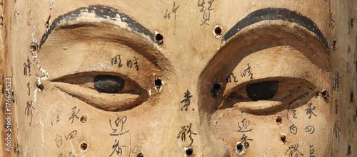 starozytne-drewniane-twarz-pokazano-punkty-akupunktury