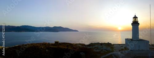 Zdjęcie XXL Widok z lotu ptaka na latarnię morską i wieżę na wyspie Giraglia, najbardziej wysuniętym na północ punkcie półwyspu Cap Corse. Korsyka Francja.