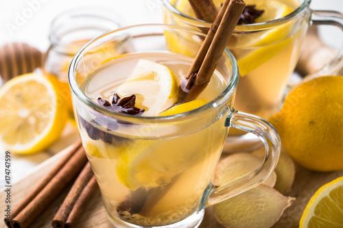 goraca-herbata-imbirowa-z-cytryna-i-miodem-idealna-na-przeziebienie