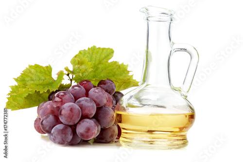 Winogrono w koszu. Olej z pestek winogron