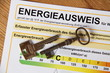 Energieausweis mit zwei Schlüsseln