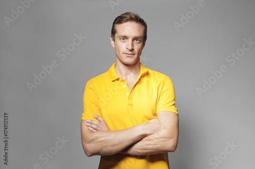 Photographie  Handsome man on grey background