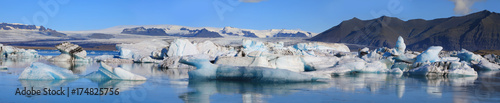 Printed kitchen splashbacks Glaciers Beautiful glacial lake Jokulsarlon in Iceland